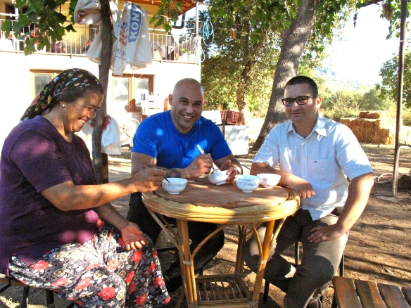 Shane, sitting together with İlknür and Şemsi from the Taste of Fethiye project, having enjoyed a bowl of Tarhana... a kind of Turkish village soup.